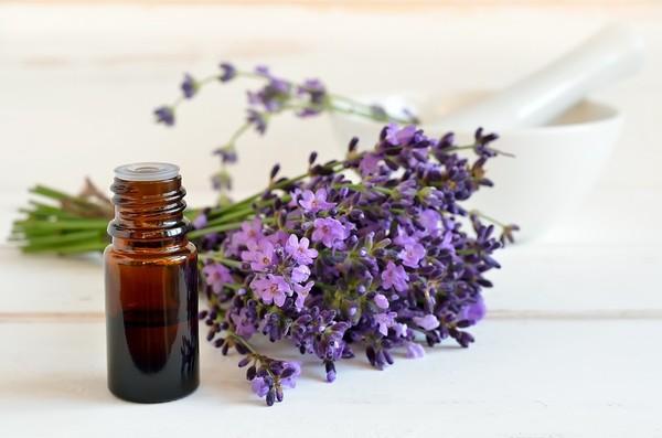 Huiles essentielles et utilisations eau de rose autres for Vinaigre et huile essentielle