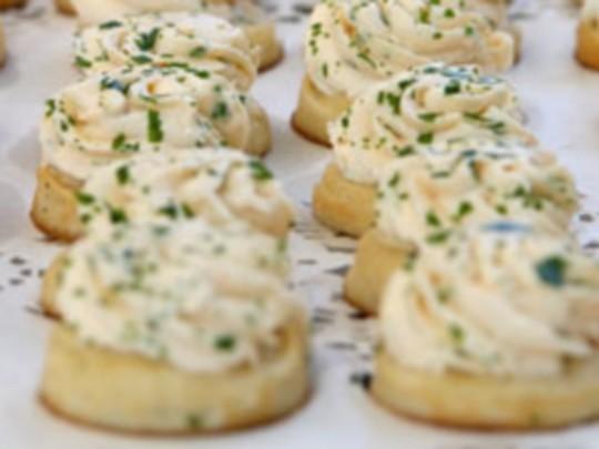 Canap s au beurre de saumon for Canape au saumon